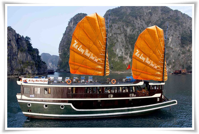 Halong Black Pearl junk cruise